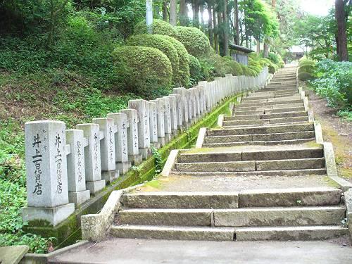 牛伏寺へつながる階段
